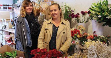 """Toussaint: """"Sisters-flowers"""" à Ille,  l'autre façon de le dire avec des fleurs… [par Thierry Masdéu]"""